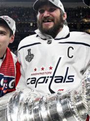 Хоккеисты «Вашингтона» погнули Кубок Стэнли